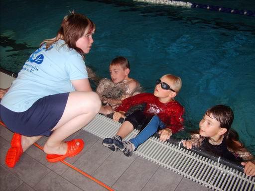 Klamottenschwimmen Amy Wilson